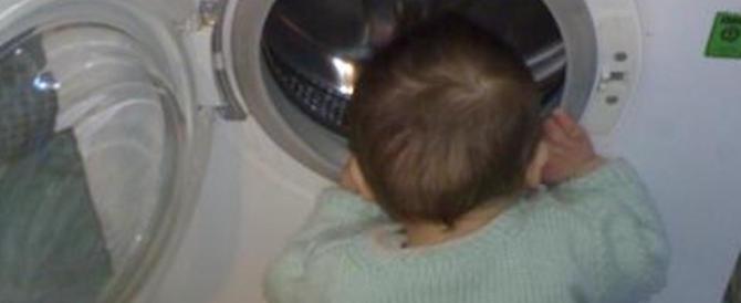 Bimbo di 5 anni muore soffocato nella lavatrice. Il papà dormiva