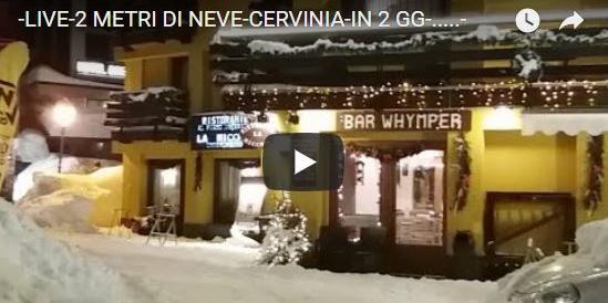 Cervinia isolata, turisti bloccati: la strada riapre, ma l'allerta resta alta (VIDEO)