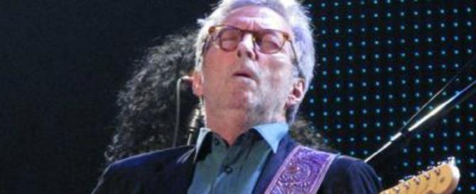 Eric Clapton: «Sto diventando sordo». E racconta i vent'anni tra alcol e droga