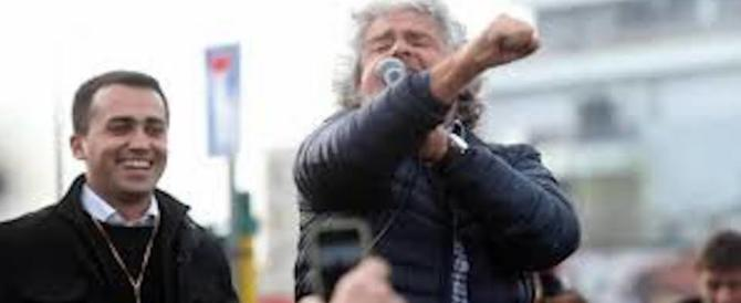 """Farsa a Cinquestelle: """"Giggino"""" recita da premier e Grillo detta la linea"""