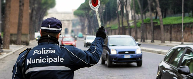 """L'ultimo """"regalo"""" del Pd agli italiani: le multe arriveranno sulla mail Pec"""