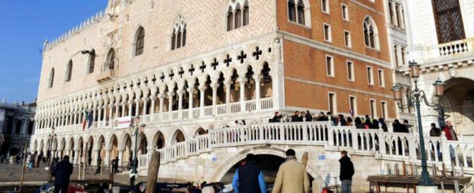 Venezia, clamoroso furto a Palazzo Ducale: aprono la teca e rubano i gioielli