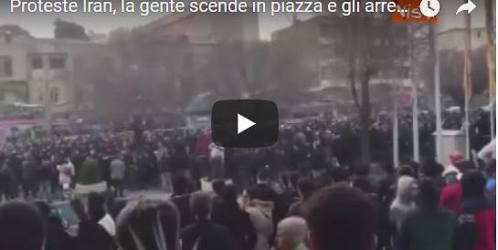 Iran, migliaia in piazza, il regime reprime duramente: 10 morti in 3 giorni (Video)