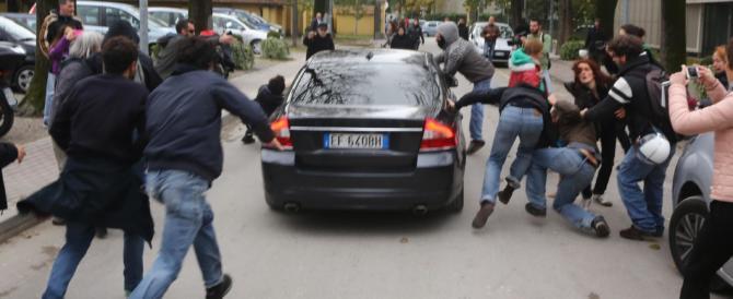 Assalto all'auto di Salvini, archiviato l'autista che investì gli aggressori (video)
