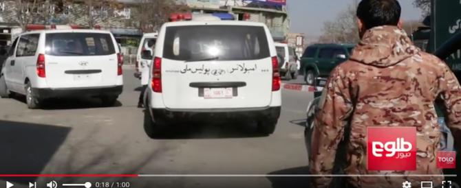 Strage a Kabul, 40 morti, 140 feriti: l'attacco kamikaze rivendicato dai talebani (Video)