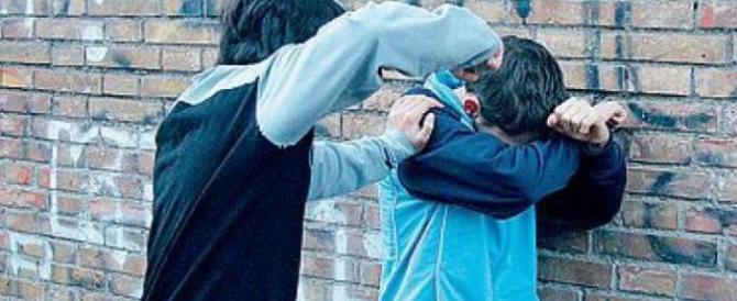 Baby gang a Napoli, nuovo raid: in 10 con una catena feriscono 2 ragazzi