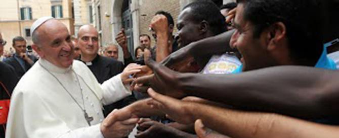 """Bergoglio contestato da un parroco: """"Sui migranti mi fa girare i maroni"""""""