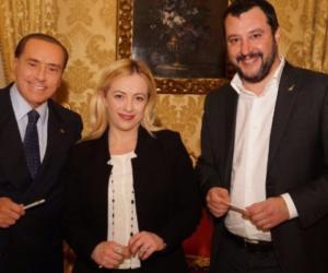 Berlusconi, Meloni e Salvini firmano il programma: noi d'accordo, puntiamo a vincere