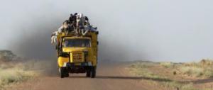 In Niger i nostri soldati rischiano la vita ma lì la Caritas aiuta i clandestini