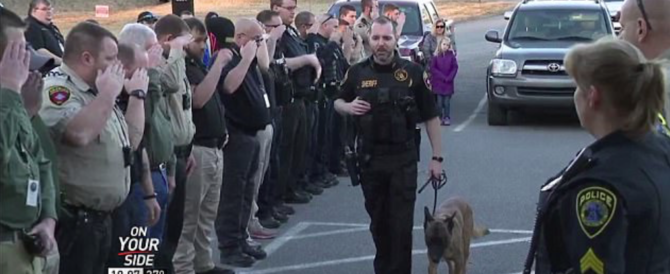 Cane poliziotto prima dell'eutanasia: il saluto che ha commosso l'America (video)
