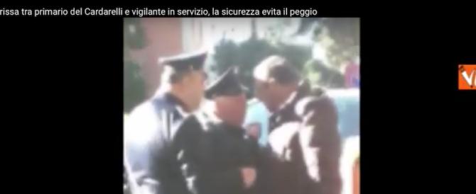 Sceneggiata napoletana al Cardarelli: primario s'azzuffa col vigilante (video)