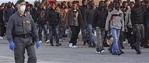 Il calo degli sbarchi di clandestini? È una fake news del governo italiano