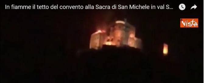 """In fiamme l'abbazia Sacra di San Michele: ispirò """"Il nome della rosa"""" (video)"""