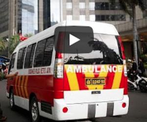 Paura a Giacarta, crolla la balconata nell'edificio della Borsa: oltre 70 feriti (video)