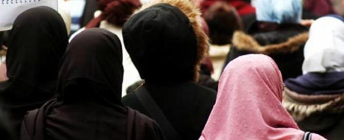 Musulmani indignati: «In Italia sono discriminate le donne col velo islamico»
