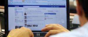 «Sei stato spiato»: da oggi Facebook notifica agli utenti l'abuso dei dati