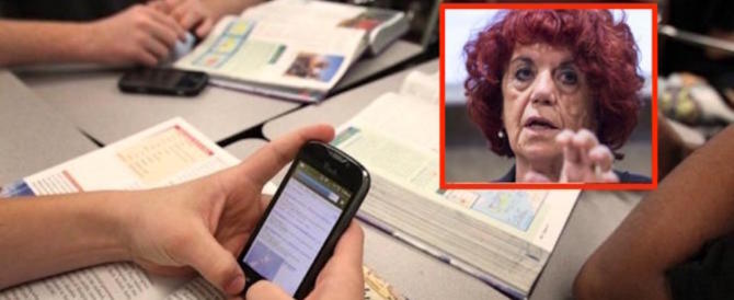 """La Fedeli impone lo smartphone a scuola """"per 10 motivi"""". Neanche uno valido…"""