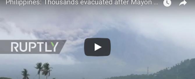Filippine, il vulcano si sveglia: nube di gas e terremoti. Migliaia di sfollati (video)