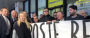 Flash mob di Fratelli d'Italia contro la svendita di Poste italiane (video)