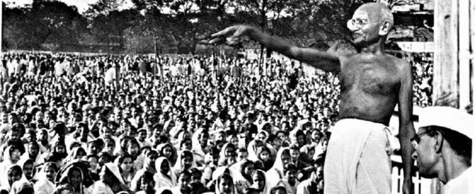 Gandhi, dopo 70 anni spunta anche una spy-story: chi sparò al Mahatma?