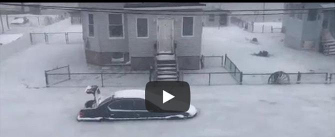 L'Atlantico gela, ecco le immagini delle auto intrappolate nel ghiaccio (video)
