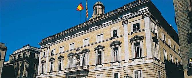 Catalogna, si insedia il parlamento. Ma Puigdemont è sempre latitante