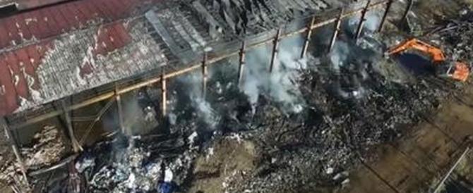 Incendio a Pavia, ecco i primi risultati: «Le diossine sono sopra la soglia»