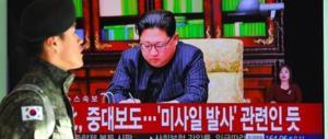 """Gli """"auguri"""" di Kim agli Usa: «Sulla scrivania ho il pulsante nucleare»"""