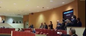 """Liguria, sceneggiata antifascista in Regione: il centrosinistra canta """"Bella Ciao"""" (video)"""
