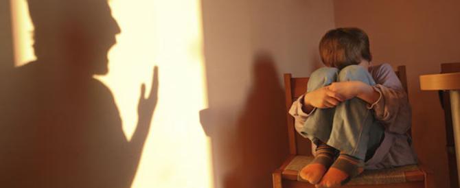 «Se cadono i colori la maestra mi picchia»: ancora maltrattamenti in un asilo