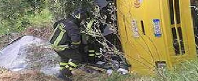Mantova, si ribalta scuolabus con 50 bambini: 23 feriti
