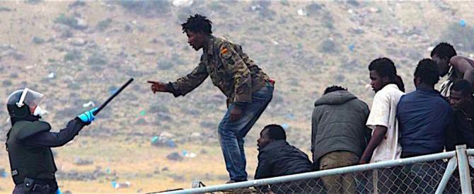 Melilla, 300 clandestini saltano la rete e in 200 fanno perdere le tracce