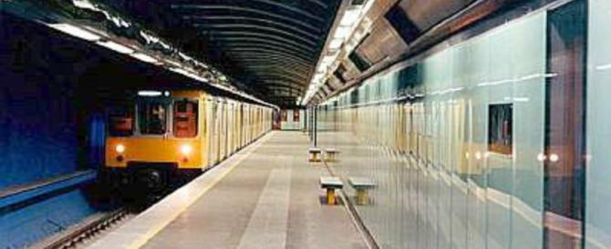 Napoli, 15enne aggredito in metro: è in rianimazione, asportata la milza