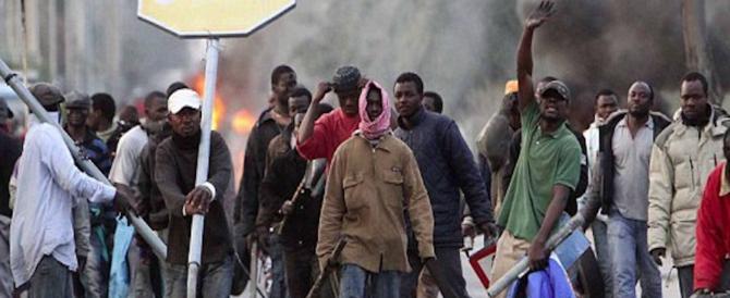 Poliziotti aggrediti dai migranti, costretti a fuggire. Accade a Pordenone