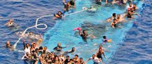 Naufraga un altro barcone: è strage di migranti. 50 morti accertati, ma forse sono il doppio