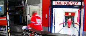 Pistoia, in crisi epilettica da solo in casa: «Aiuto». I carabinieri lo salvano