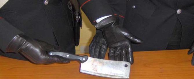Napoli, tenta la rapina armato di mannaia: cingalese arrestato in flagrante