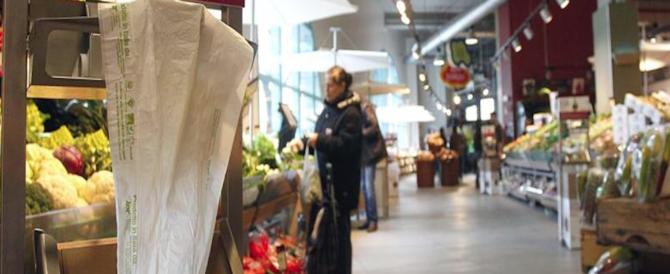 Sacchetti a pagamento solo in Italia: una tassa occulta che la Ue non ci ha mai chiesto