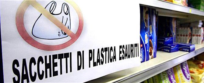 Sacchetti biodegradabili, anche se li porti da casa li devi pagare lo stesso