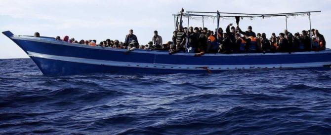 Migranti, in 359 sbarcano a Pozzallo: ci sono anche le salme di due neonati