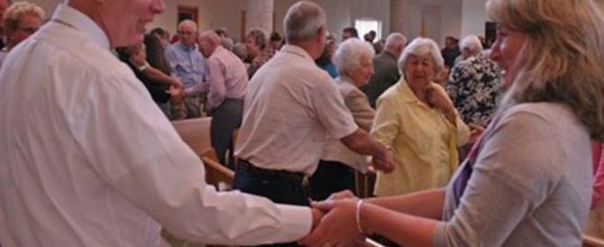 """Influenza, una diocesi elimina il """"segno di pace"""" per evitare il contagio"""