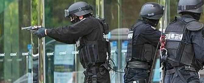 Terrorismo, è caccia a un camion carico di esplosivo. Ecco la targa