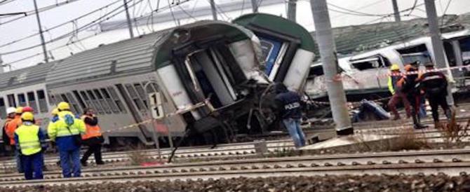 Treno deragliato, denunciati 4 operai: hanno violato i sigilli nell'area sequestrata