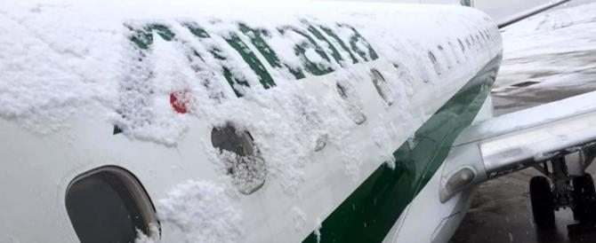 Gli Usa ancora nella morsa del ghiaccio. Caos negli aeroporti di New York