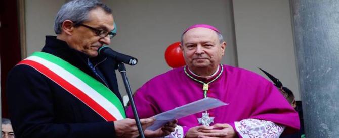 """Il Vescovo di Como: """"Fa peccato chi vota i populisti"""". Dura replica della Lega (video)"""