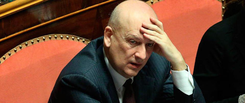 """Sandro Bondi flagellante anti-Silvio: """"Mi vergogno di essere stato cortigiano"""""""