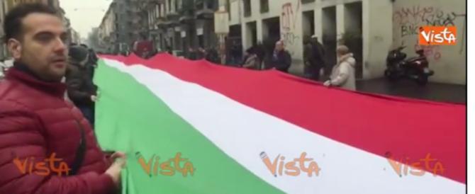 """Milano, il corteo di Fratelli d'Italia: """"Vogliamo una legge anti-black bloc"""""""