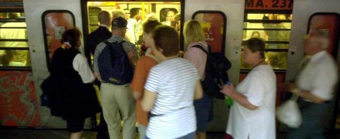 Roma, presa la regina dei borseggi in metro. La rom deve scontare 17 anni