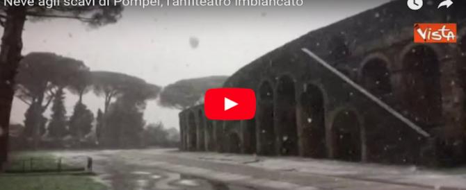 Pompei magica: le spettacolari immagini dell'anfiteatro imbiancato (video)