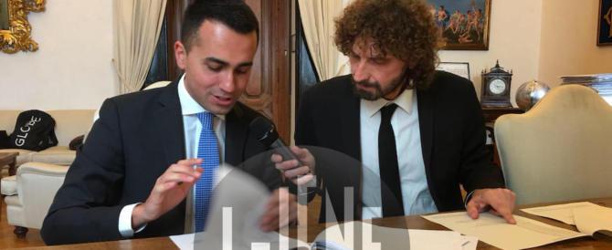 """Siamo al ridicolo, i militanti M5S contro le """"Iene"""": «Servi di Berlusconi»"""